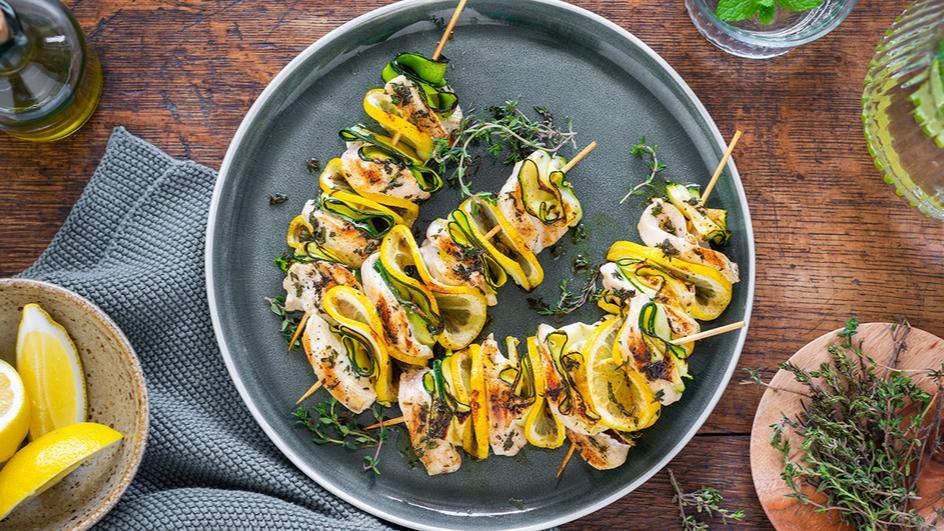 Hähnchen-Zucchini-Spieße mit Zitrone