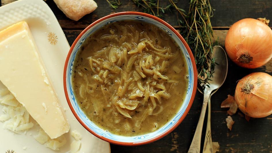 Zupa cebulowa z parmezanem bez wina i zapiekania