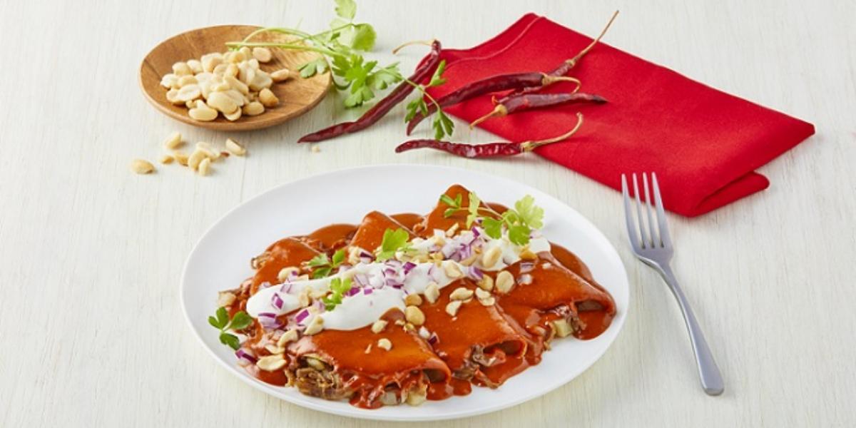 Enchiladas en salsa de cacahuate