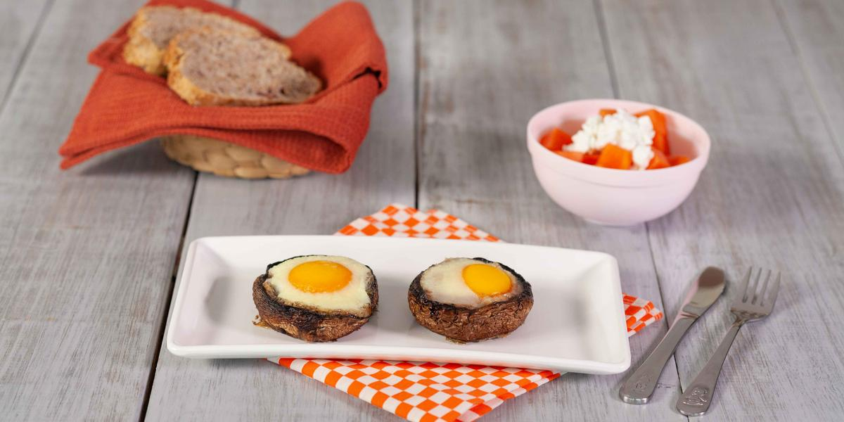 Hongos rellenos de huevo