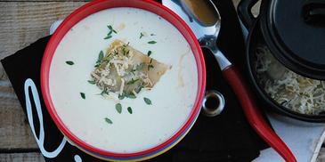 Zupa serowa z grzybowym ravioli