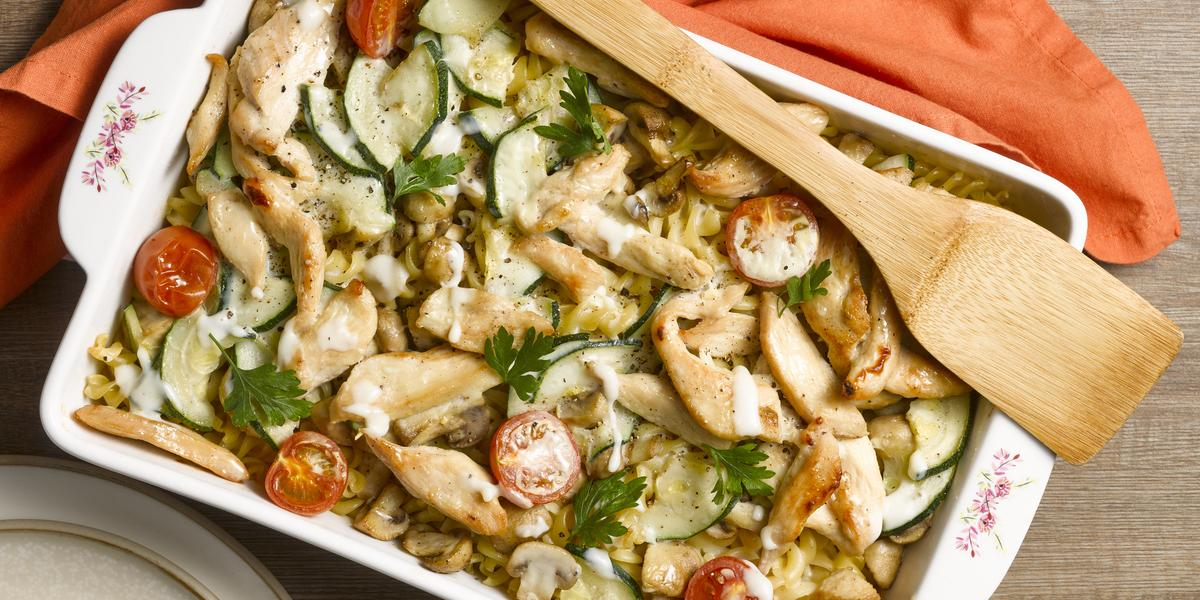 Gratín de Pastas con Pollo y Verduras con Salsa Blanca