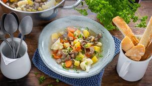 Bunte Rindfleisch-Suppe