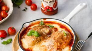 Vištiena su pomidorų padažu ir mocarela