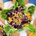 Rotkohlsalat mit karamellisierten Walnüssen
