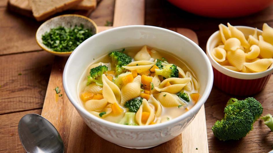Zupa brokułowa z makaronem