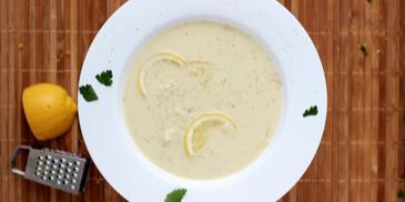 Zupa cytrynowa z wędzonym łososiem