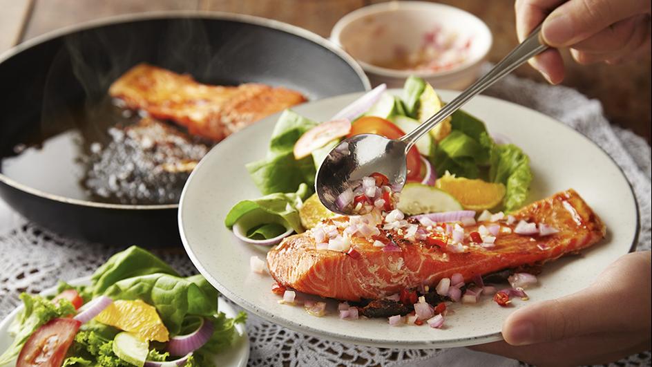 Salmon Panggang dengan Salad