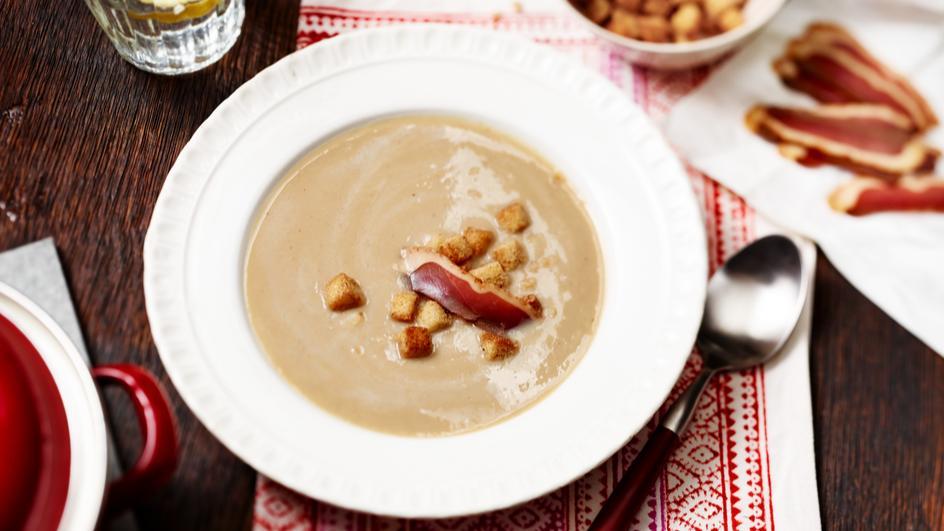 Maronensuppe mit Zimt-Chili-Croutons und Entenbrust