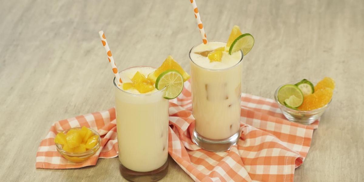 Agua frutal con mango y coco