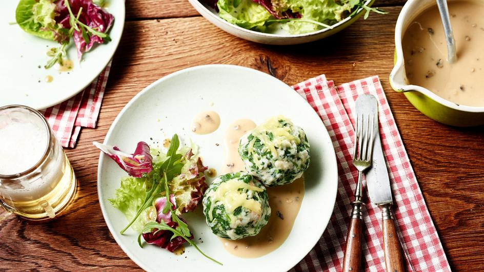 Tiroler Spinatknödel mit Champignon-Sauce