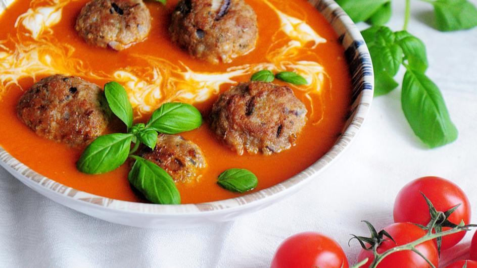 Zupa pomidorowa z klopsikami