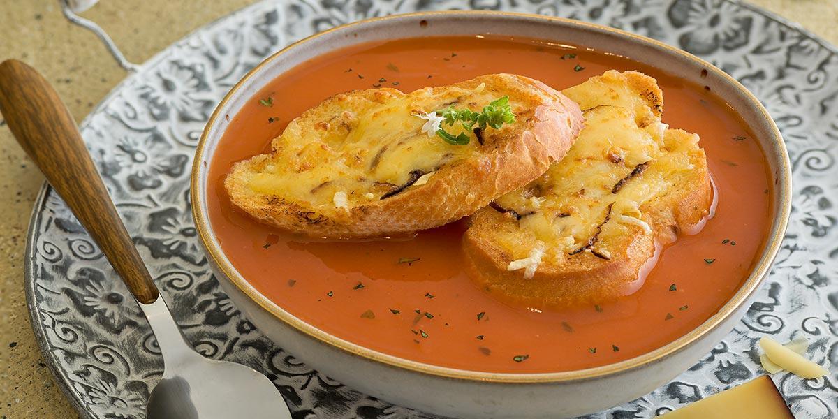Crema de tomate gratinada a los 3 Queso