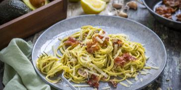 Spaghetti mit Avocado-Carbonara