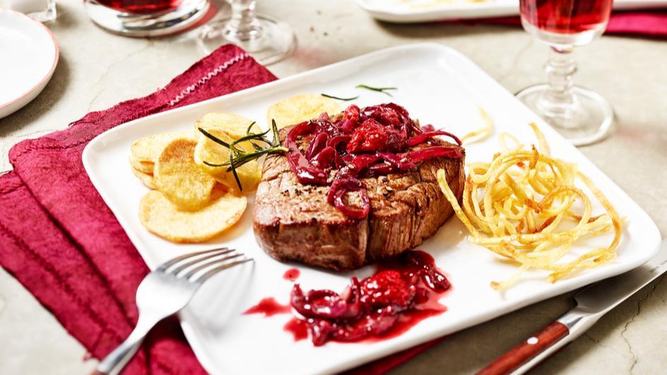 Rinderfilet auf Himbeer-Zwiebel-Sauce