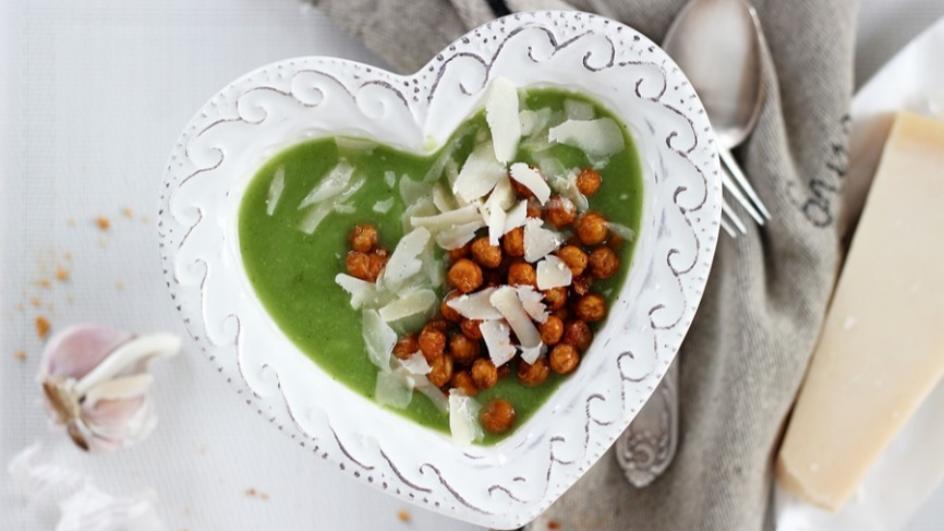 Zupa brokułowa z parmezanem i pieczoną ciecierzycą