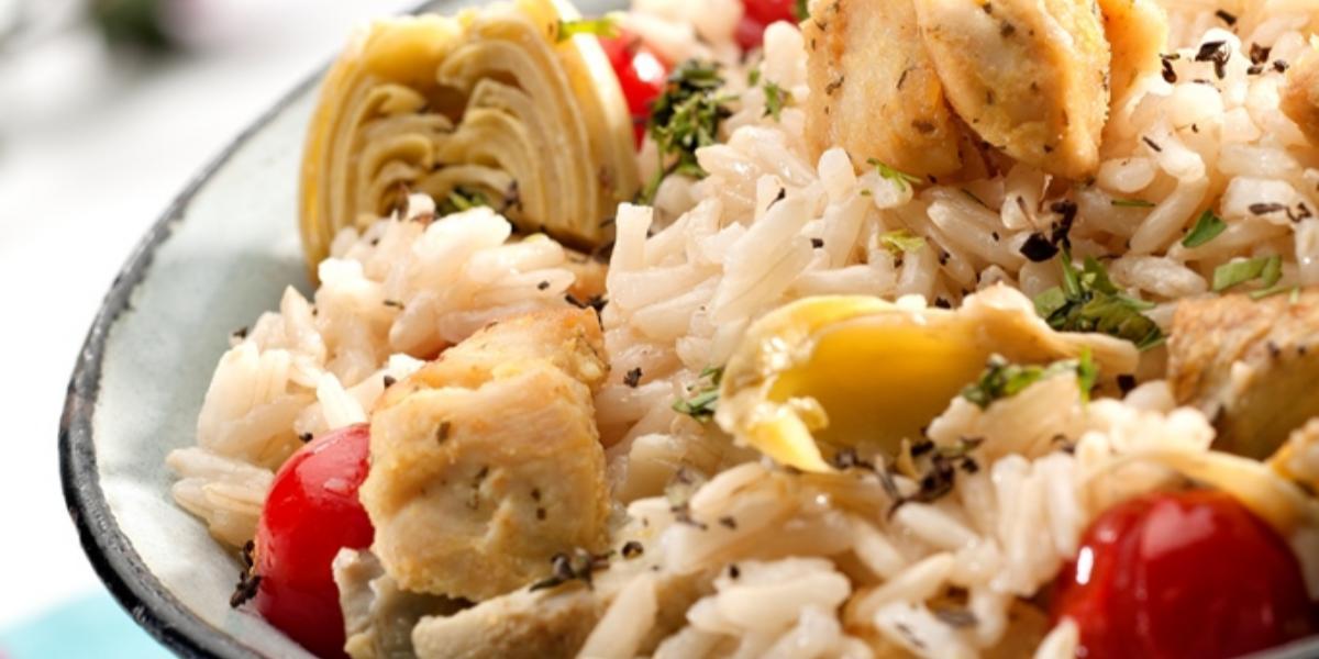 Pollo con arroz y alcachofas