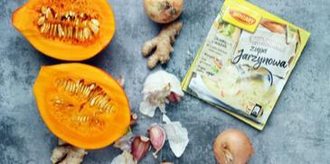 Zupa warzywna z dynią i serem gorgonzola