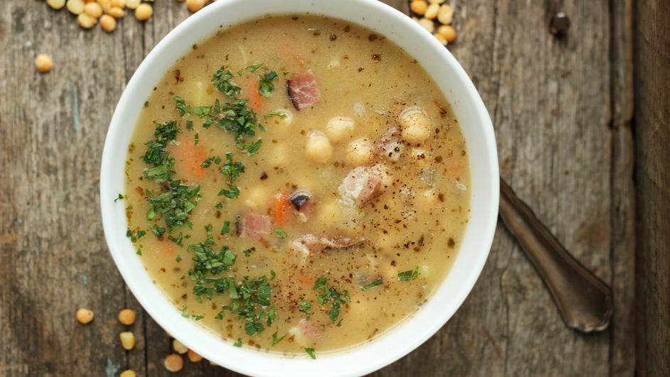 Zupa grochowa z boczkiem i ciecierzycą