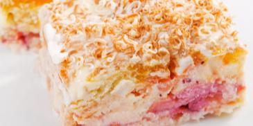 Бисквитена торта със сушени кайсии и ром