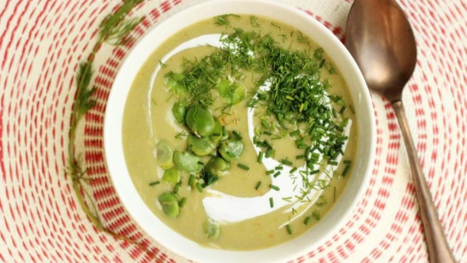 Wegańska zupa z bobem i śmietanką kokosową