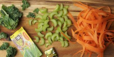 Zupa miso na bulionie warzywnym z makaronem ryżowym