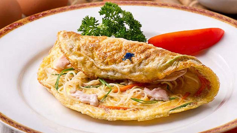 Chicken & Noodle Omelette