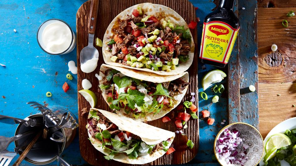 Tacos z szarpaną wołowiną, awokado i granatem