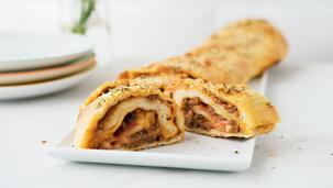 Gefülltes Bolognese Pizzabrot