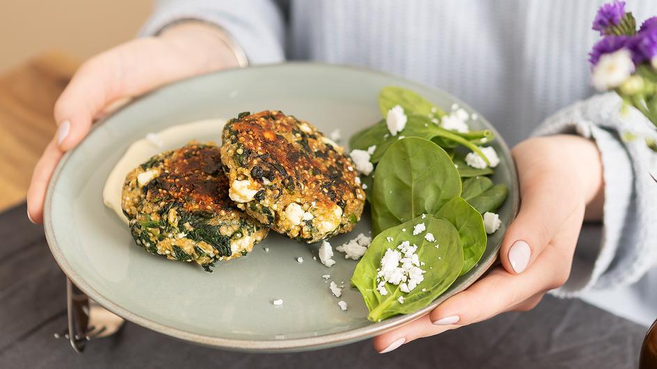 Quinoa Spinat Bratling mit Feta