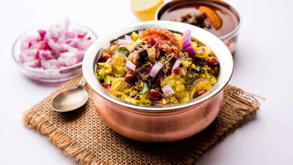 Potato Chivda Chaat Recipe