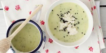 Zupa kalafiorowo-koperkowa z czarnuszką