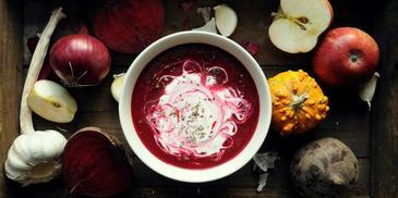 Zupa krem z buraków i jabłek z kwaśną śmietaną