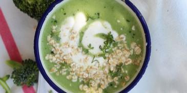 Śniadaniowa zupa brokułowa z płatkami owsianymi