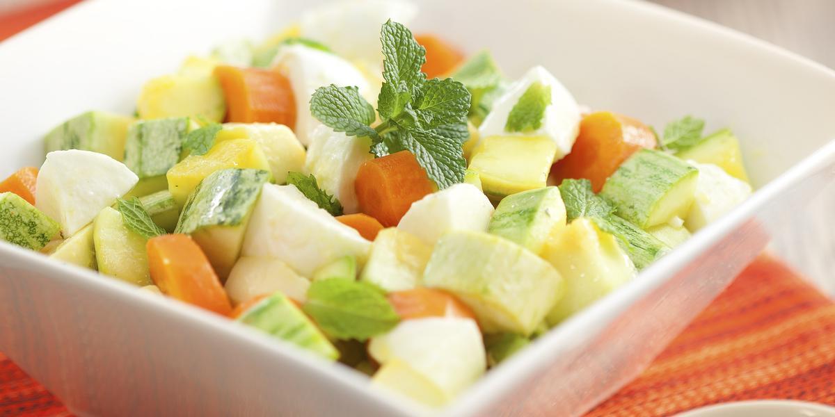 salada-abobrinha-mozarela-bufala-molho-limao-receitas-nestle