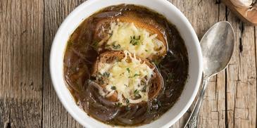 Zupa z pieczonej cebuli