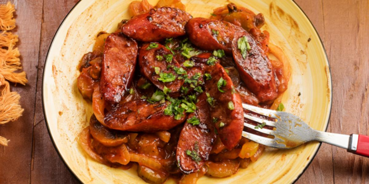 Chorizo con champiñones al estilo panameño