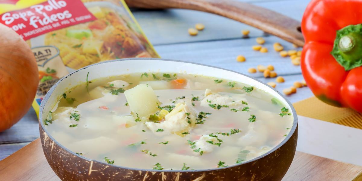 Sopa de Arvejas con Pollo