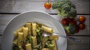 Ριγκατόνι με μπρόκολο και κατσικίσιο τυρί