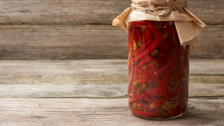 Salata de ardei iuti cu ceapa