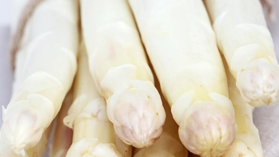 Krem z białych szparagów z grzankami pszennymi