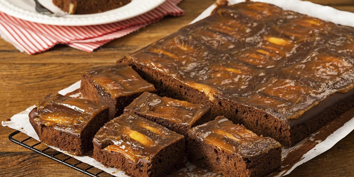 Bolo-Chocolate-Maçã-Calda-Caramelo-Cremoso-receitas-nestle
