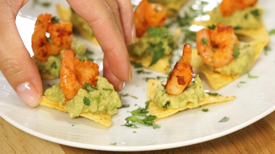 Shrimp Chip mit Guacamole