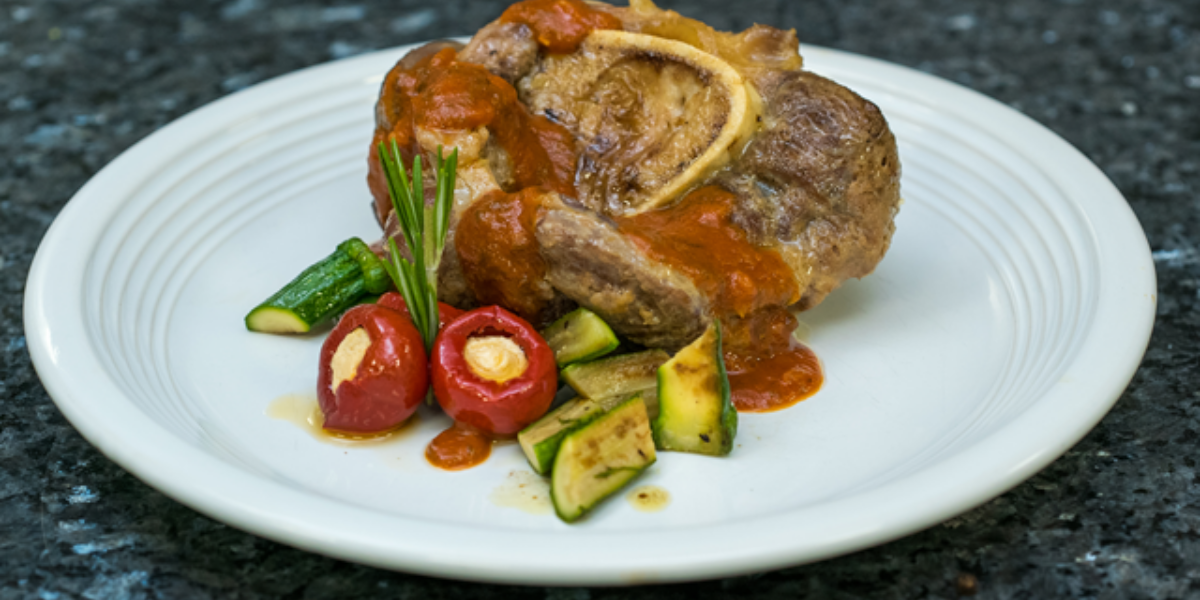 Deliciosa receta de osobuco guisado con Salsa de Tomate Tres Quesos MAGGI®