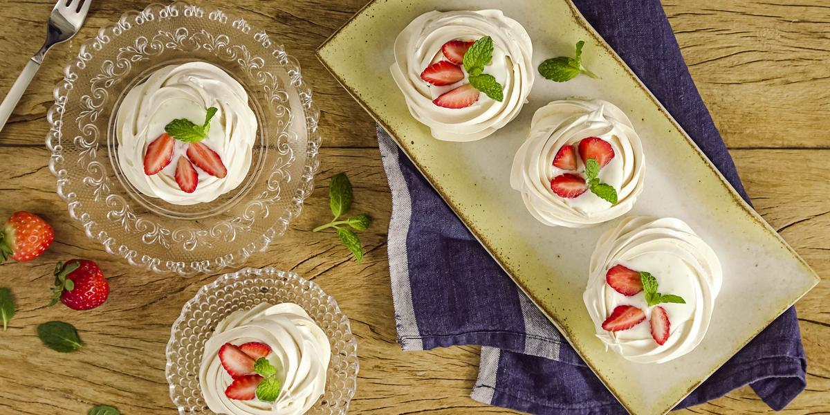 pavlova-iogurte-grego-morango-receitas-nestle