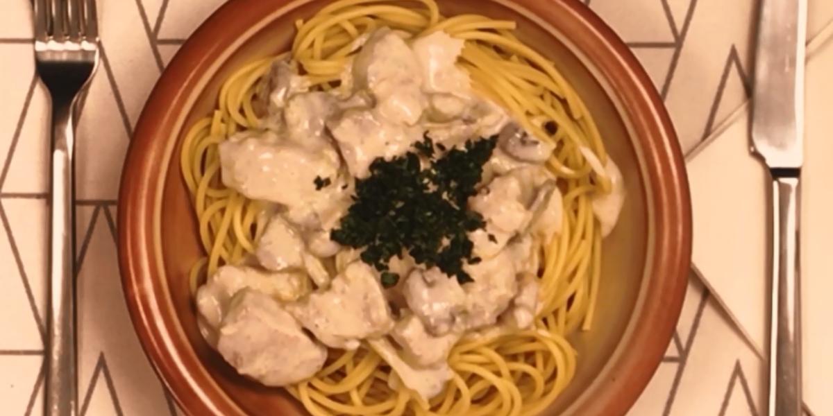 Pasta de pollo con champiñones