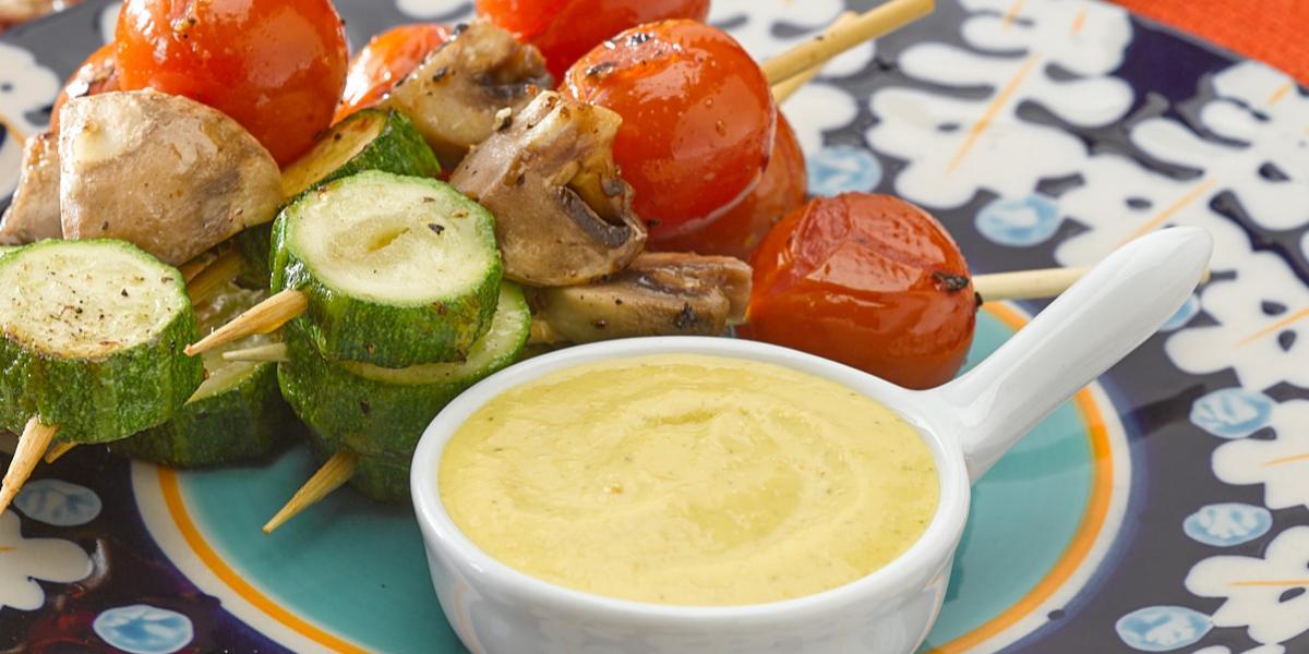 Pinchos de Verduras Dorados En Salsa Huancaina