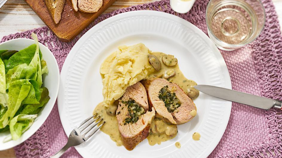 Gefüllte Schweinelende mit Pilz-Rahm-Sauce