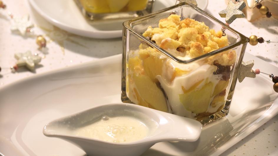 Weihnachts-Crumble an Joghurt-Marzipansauce