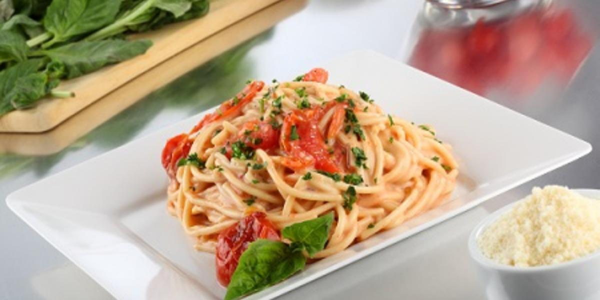 espagueti cremoso con jitomate